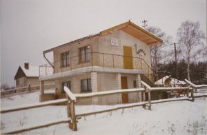 Pierwszy murowany domek nad jeziorem Czarne oddany w 1988 roku